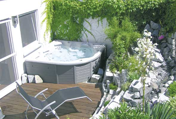 sprudelspa im garten whirlpool zu. Black Bedroom Furniture Sets. Home Design Ideas