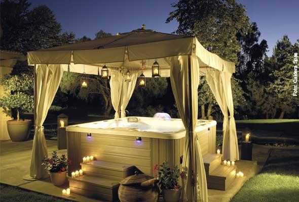 whirlen unter freiem himmel whirlpool zu. Black Bedroom Furniture Sets. Home Design Ideas