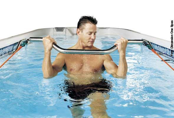 Aufpumpen - diverse Übungen für den Muskelaufbau kann man in einem Swim Spa mit Fitnesspaket durchführen. Die dehnbaren Bänder sorgen für den nötigen Widerstand.