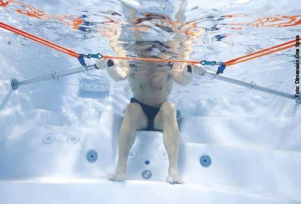 Im Einer - in manchen Swim Spas ist ein Rudergerät im Fitnesspaket enthalten. Der Whirlplatz wird dabei zum Rudersitz umfunktioniert.