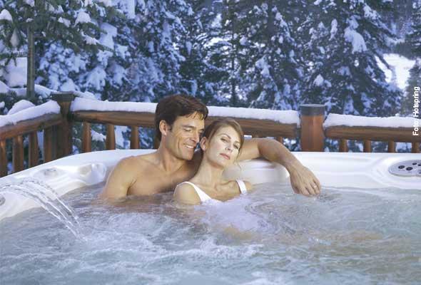 Warmwasserwellness - wird die Abdeckung abgenommen, wartet bis zu 40 Grad warmes Wasser darauf, kühle Körper zu verwöhnen.