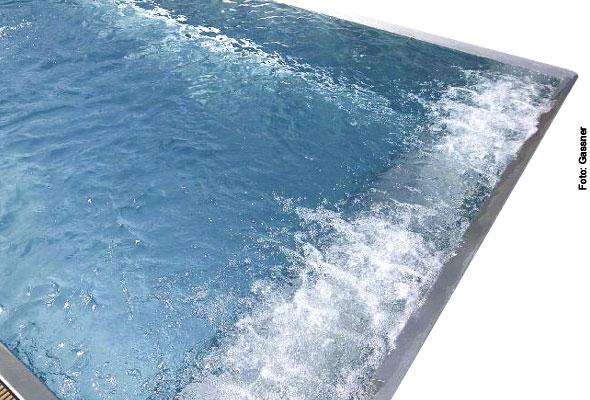 Whirlanlage im Schwimmbad