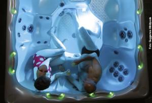 Leuchtendes Whirlpool-Wasser