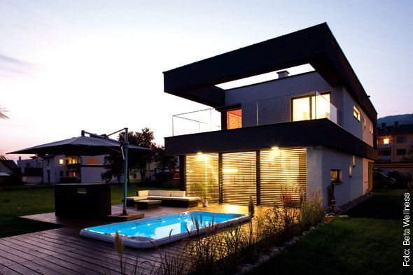 swim spa bei nacht whirlpool zu. Black Bedroom Furniture Sets. Home Design Ideas