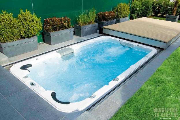Entspannt-gegen-den-Strom_Schienengeführte-Swim-Spa-Abdeckung