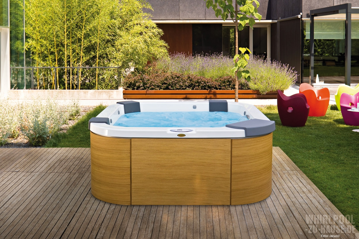outdoor whirlen im sommer whirlpool zu. Black Bedroom Furniture Sets. Home Design Ideas