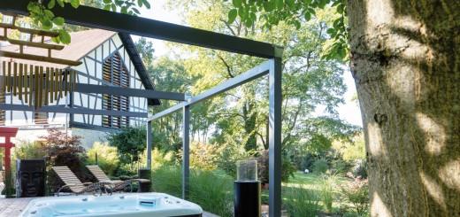 Der-Wellness-Garten-Für-den-Einbau-des-Whirlpools-wurden-extra-Stützmauern-gebaut-und-die-Fläche-eingeebnet