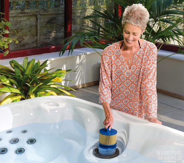reines-wasser_worauf-sie-bei-der-pflege-ihres-whirlpool-wassers-achten-sollten
