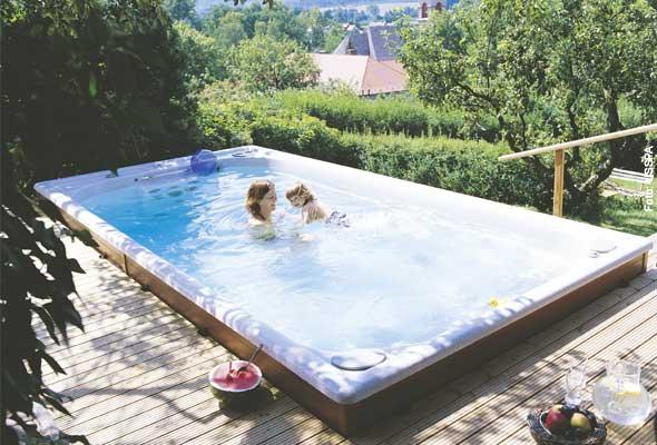 Fitmacher - mit einem Swim Spa holen Sie sich neben den Whirlfreuden auch ein Trainingsgerät nach Hause.